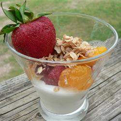 GRANOLA, YOGURT, BERRY PARFAIT