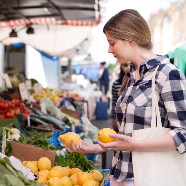 Should Restaurants Buy From Farmers Markets?